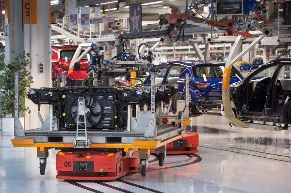 Seat pone a prueba en Martorell 125 robots cada día que recorren 1.600 kilómetros