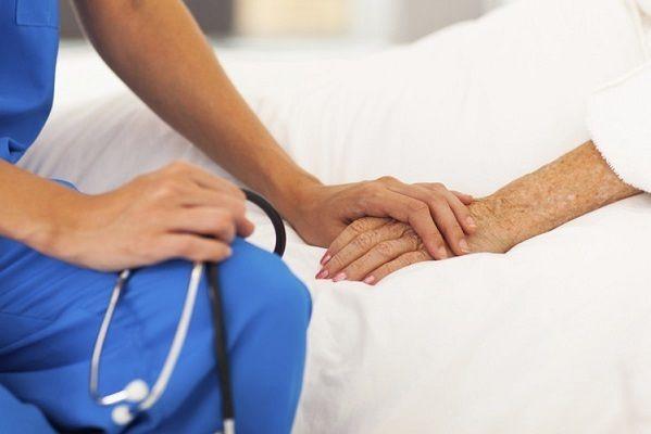 """Cuidados paliativos: """"Su universalización haría innecesaria la legislación sobre la eutanasia"""""""