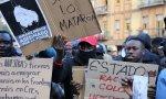 Manifestantes senegaleses. Las patas del guerracivilismo: Cataluña, Euskadi y Lavapiés