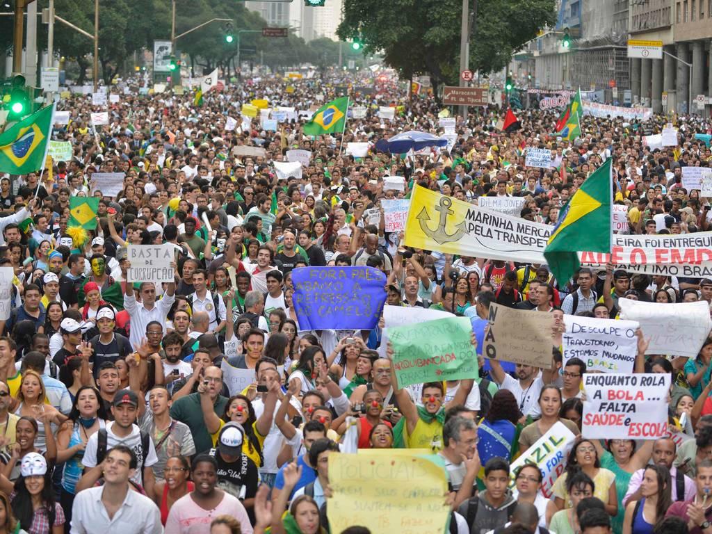 La horas más bajas del Dilma Rousseff: el 63% de los brasileños apoya un proceso de destitución