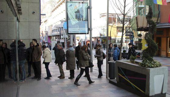 Banco Madrid. La CNMV abre una nueva era en las crisis bancarias: paraliza la devolución a fondistas y Sicav