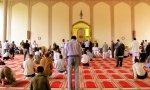 Musulmanes rezando en una mezquita.