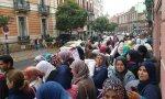 Musulmanas, en una calle de Madrid, frente al Ministerio de Justicia.