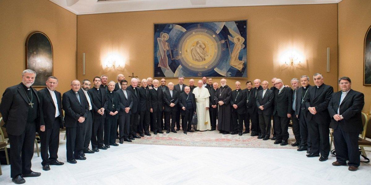 Todos los obispos chilenos le dimiten al Papa Francisco: ¿gesto de humildad o de rebelión?