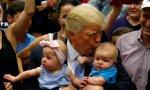 Trump, el presidente USA más provida, junto a dos bebés.