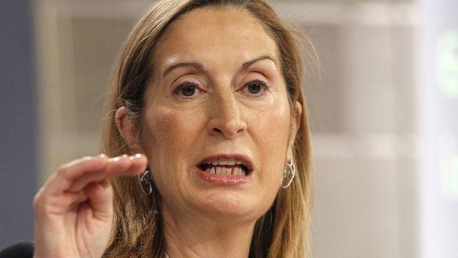 La ministra Pastor se mete en otro charco: nuevas demandas contra las radiales