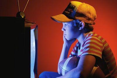 ¿De qué sirven los horarios infantiles si los niños españoles ven más la televisión a las diez de la noche que a las siete de la tarde?